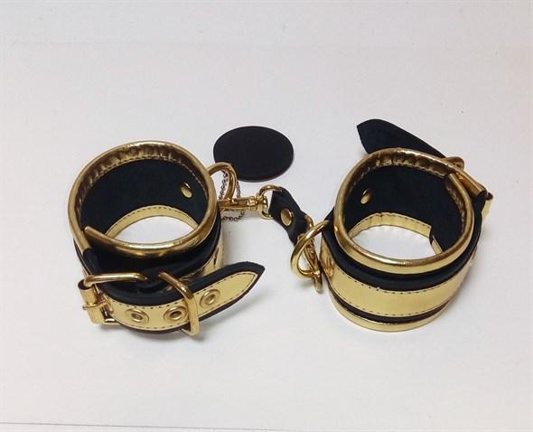 Наручники #Gold из черной кожи с золотыми элементами - фото 42444