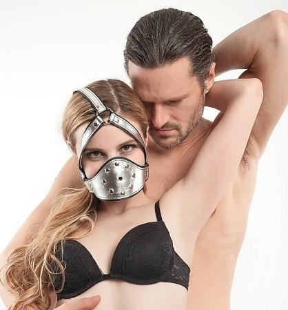 Глухой кляп-шлем маска Roomfun из серебристой кожи - фото 42808